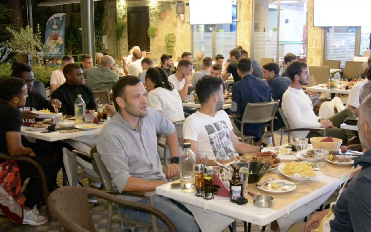 Δείπνο σε οικογενειακό κλίμα από τον Γ.Σουλτατο (Video)